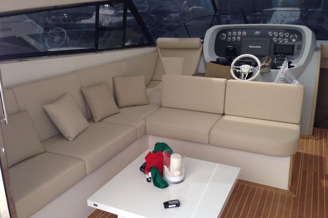 Cushions for boats boat upholstery genoa sun shade for Arredo barche