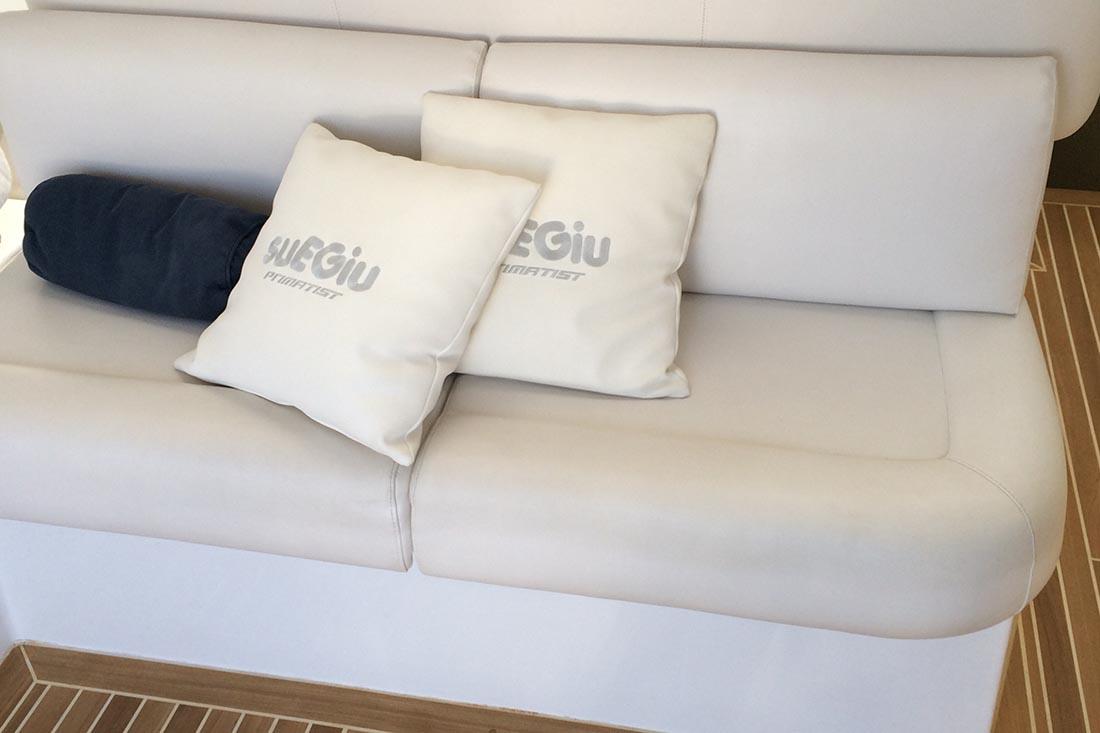 Cushions for boats boat upholstery genoa sun shade for Interno per cuscini